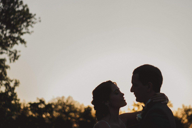 fotografia-de-boda-atardecer-campo